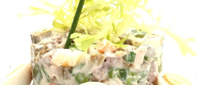 Оливье со свининой и свежим огурцом рецепт