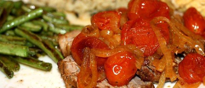 Свинина с томатами рецепт фото