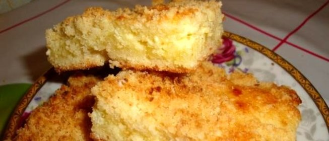 Пирог из крошки с творогом