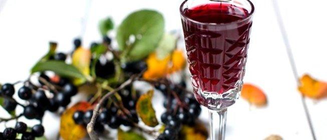 Пошаговый Рецепт наливки из черноплодной рябины с фото