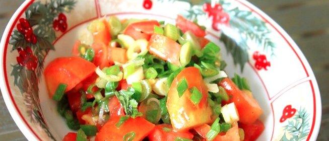 Салат зеленых помидор с луком
